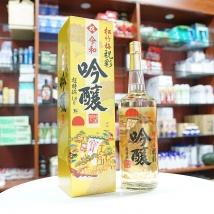 Rượu Sake vẩy vàng dẻ quạt 1.8L (chai trắng)
